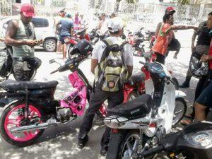 Donos de cinquentinhas protestam em CG