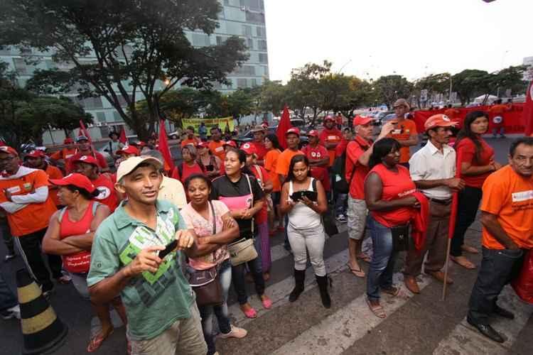 Maispb integrantes de movimentos sociais invadem for Ministerio de minas