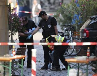 Polícia faz investigações no local do atentado na cidade de Ansbach, na Alemanha