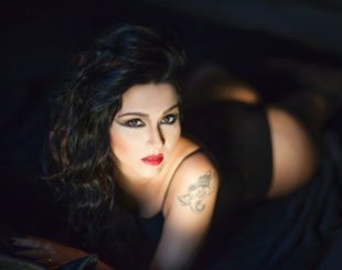 """Nalini Narayan narra suas experiências como praticante de sexo grupal no livro """"Fêmea Alfa - Diário Real das Minhas Orgias"""""""