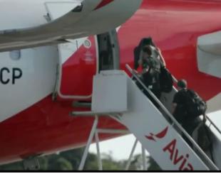 Preso embarcando no aeroporto Castro Pinto - Imagem: reprodução TV Cabo Branco