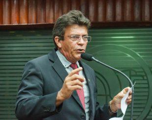 Deputado Zé Paulo de Santa Rita na Tribuna da Assembleia (Crédito: Nyll Pereira)
