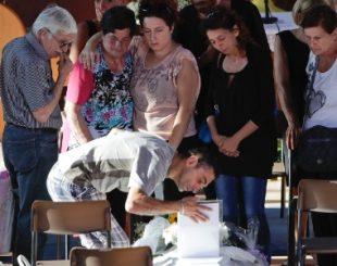 27ago2016---parentes-velam-vitima-do-terremoto-na-cidade-de-ascoli-piceno-o-tremor-atingiu-a-regiao-central-da-italia-e-matou-centenas-de-pessoas-1472282585502_615x300