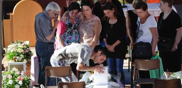 Com tremores, Itália se despede de quase 300 mortos em terremoto