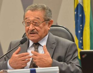 Senador José Maranhão (PMDB-PB) é o relator da matéria Foto: Antonio Cruz/Agência Brasil