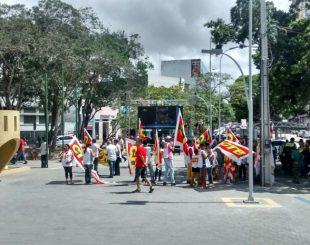 Protesto em Campina Grande nesta segunda-feira (29) (Foto: Gustavo Xavier/G1)