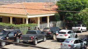 Policiais cercaram residência do prefeito Zé Vieira