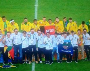 Comemoração após vitória sobre Alemanha na final do futebol
