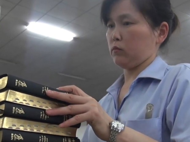 Fábrica produz uma bíblia por segundo na China; público cristão cresce