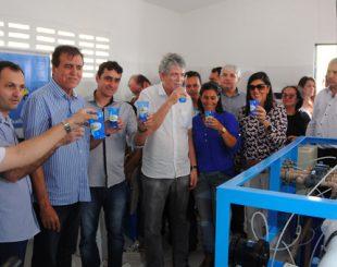 Em maio, governador entregou dessalinizador em Cubati (imagem: reprodução)