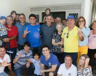 Damásio Neto e Chico Franca (de amarelo) durante reunião de apoio a Luciano Cartaxo, em João Pessoa
