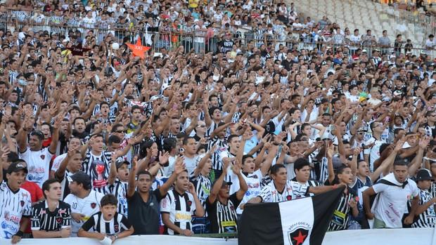 """Botafogo trava e apenas empata com o """"refeito"""" Internacional no Almeidão"""