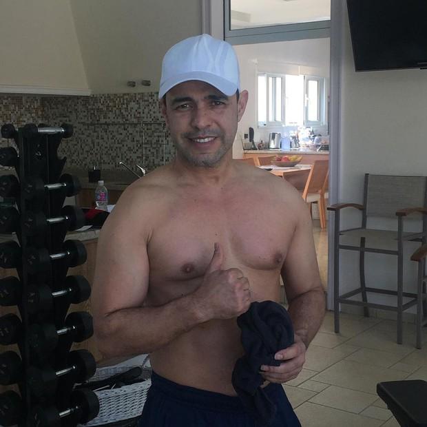 efef9867ac058 MaisPB • Zezé Di Camargo posa sem camisa e diz   Graciele vai me matar