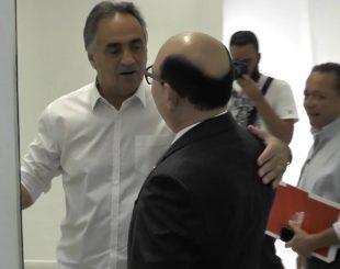O prefeito de João Pessoa, Luciano Cartaxo (PSD) recebe o senador Deca (PSDB)