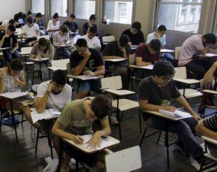 Estudantes fazem prova de vestibular da Uerj - Gabriel de Paiva / Agência O Globo