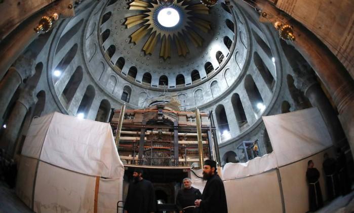 Tumba onde Jesus foi enterrado é reaberta em Jerusalém