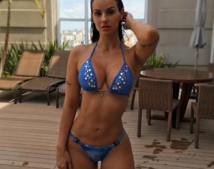 Carol Dias atiçou fãs com foto de biquíni - Reprodução Instagram