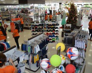 Comércio em Cacoal, Rondônia, onde ainda não abriram vagas temporárias (Foto: Magda Oliveira/G1)