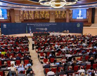 Secretário de estado americano, John Kerry, discursar em encontro em Ruanda em que países assinaram acordo que visa à eliminação progressiva dos hidrofluorocarbonos (HFC) (Foto: AP)