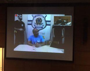 Beira-Mar no julgamento, por videoconferência: condenado a 30 anos de prisão (Foto: Henrique Coelho/G1)