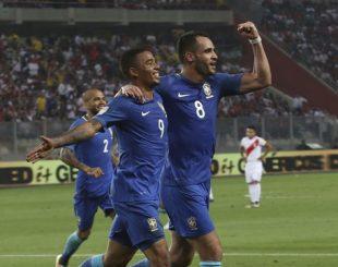 Brasil despachou a seleção peruana por 2 a 0