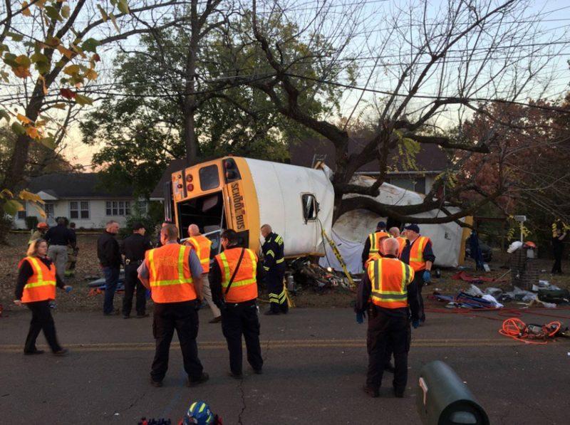 Seis mortos em acidente com autocarro escolar nos EUA - Procuradoria distrital