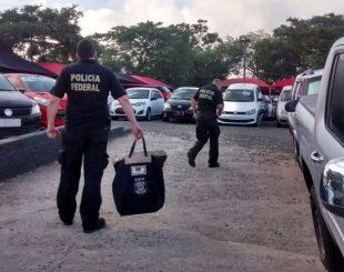 Agentes da PF durante cumprimento das ordens judiciais no RS (Foto: PF/Divulgação)