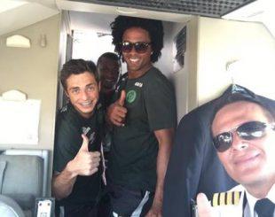 Piloto boliviano com jogadores da Chapecoense Foto: Reprodução / Facebook