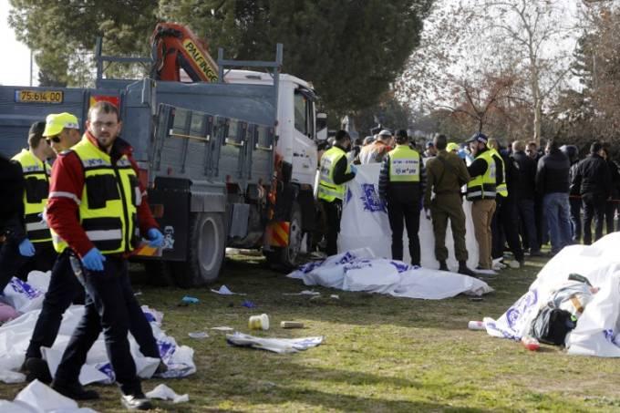 Jerusalém: quatro mortos em ataque com camião