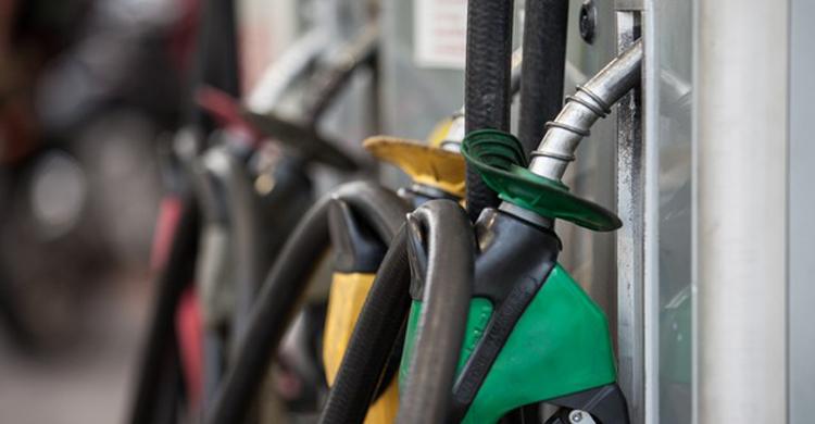 Juíza do DF suspende da alta de impostos sobre os combustíveis