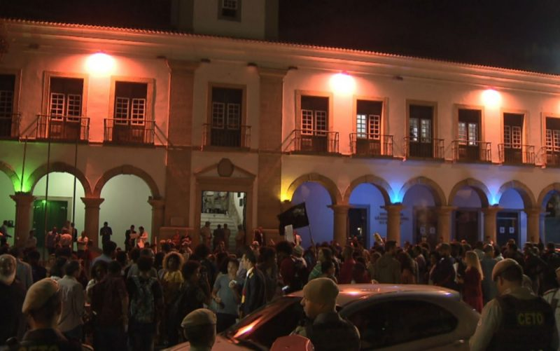 Manifestantes acertam ovo em João Doria, em Salvador. Veja o vídeo