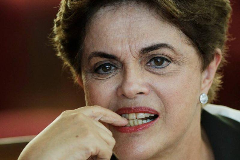 Dilma se aposentou sem apresentar documentos e em menos de 24h