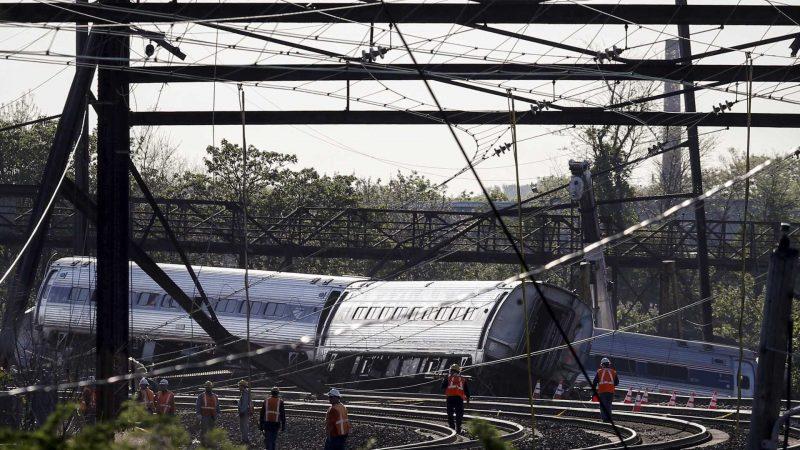 Colisão de trem nos Estados Unidos deixa dezenas de feridos