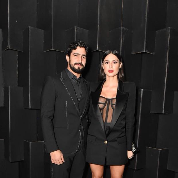 Thaila Ayala e Renato Góes assumem namoro durante premiação