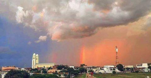 A chuva e o pôr do sol em Santa Luzia