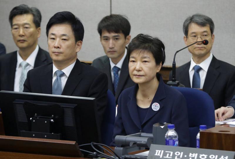 Antiga presidente da Coreia do Sul condenada a 24 anos de prisão