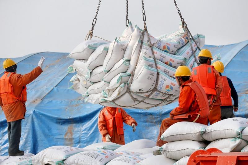 China anuncia tarifas sobre soja e veículos dos EUA