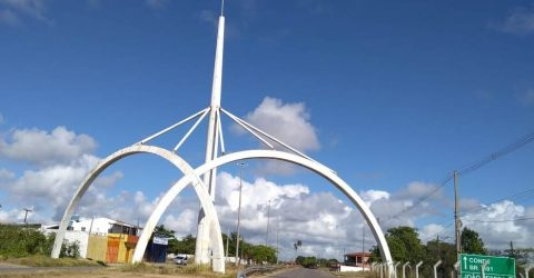 Arcos na entrada de Jacumã, no Conde